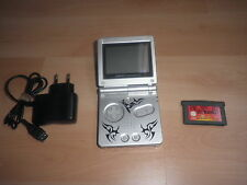 Consola Game Boy Advance SP Tribal con juego de Los Increibles y cargador