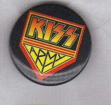 KISS -  BUTTON BADGE AMERICAN HARD ROCK / METAL GLAM ROCK - GENE SIMMONS