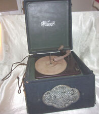 1940's Steelman Portable Phonograph Record Player Wooden Case   -   DW113