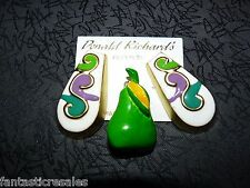 BAKELITE/THERMOSET BROOCH GREEN PEAR SIGNED D.L. & FREE ENAMELED EARRINGS MATCH