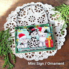 DECO Mini Gift Sign Ornament MERRY CHRISTMAS Wire Hanger DOGS IN HOLIDAY CLOTHES