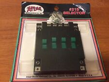 HO SCALE ,ATLAS 215 SELECTOR SWITCH 4 GREEN A/B SWITCHES. WITH SCREWS New