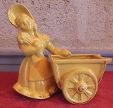 statuette jardiniere faience Saint Clement jaune femme jeune fille panier n°8629