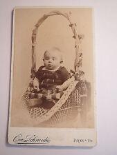 Pirna a. Elbe - in einem Korb sitzendes Baby - kleines Kind - Portrait / CDV
