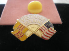 HAT PIN -VIETNAM VETERANS WITH CROSSED U. S. AND SOUTH VIETNAM FLAGS