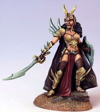 DARK SWORD MINIATURES - DSM7508 Female Anti Paladin w/Sword & Shield
