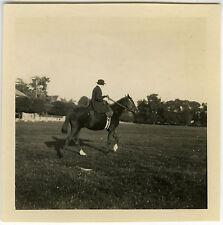 PHOTO ANCIENNE - VINTAGE SNAPSHOT - CHEVAL FEMME CAVALIÈRE HIPPISME - HORSE RACE