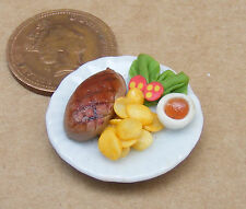 1:12 piccole BISTECCA & Fried patate su una piastra DOLLS HOUSE miniatura Accessorio