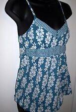 Urban Heritage Womens Size Medium Top Blue and White Floral