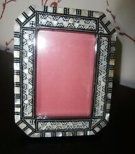 "QUALITY MOTHER of PEARL INLAID EASEL/STRUT STAND PHOTO FRAME~3"" x 4.5"" PHOTO"