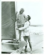RICHARD CHAMBERLAIN LINDA EVANS LEGGY ON BEACH DR KILDARE ORIG 1962 NBC TV PHOTO