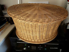 Lidded basket (sewing basket)