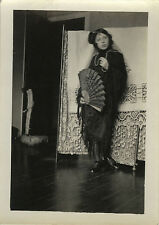 PHOTO ANCIENNE - VINTAGE SNAPSHOT - FEMME MODE ÉVENTAIL COSTUME - FASHION WOMAN