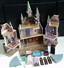 Disney Store - Frozen's Castle / Arendelle Playset w/ some Furniture Figures