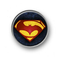 "BATMAN VS SUPERMAN / 1"" / 25mm pin button / badge / DC Comics / red cape / film"
