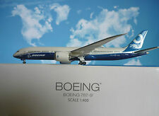 Hogan Wings 1:400 Boeing 787-9 Boeing House Color LI9574 + Herpa Wings Katalog