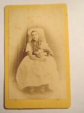 Lübben - Frau im Kleid mit Haube ? und Baby auf dem Arm - wohl 1870er Jahre/ CDV