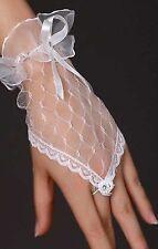Accessoire mariage : Gants longueur poignet en tulle blanc , strass et satin