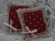 Paire de coussins rouge foncé / taches blanches, maison poupée miniature tissus