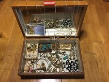 Vintage jewelry box and jewelry
