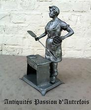 B20140661 - Boulanger , patissier de 32 cm en étain d'Art 92 % pur