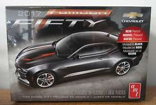 AMT 1035 2017 Chevrolet Camaro 50th anniversary edition Plastic model kit 1/25