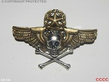 Calavera Y Huesos Cruzados Steampunk broche insignia con alas estrella Corona Pirata Black Sails