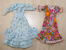 2 robes pour barbie notamment Fashion Dolls folle petra robes CA 70er 70s