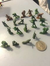 Vintage Army Men Soldier Action Figures WW2  Green & Brown Plastic Lot of  20
