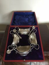 BEAUTIFUL SET OF 4 SOLID SILVER SALTS & 3 SPOONS IN A FITTED CASE (REALLY NICE)