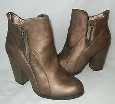 Daytrip Women's Side Zip Metallic Faux Leather Ankle Boots Retail $70 size 9