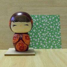 Poupée en bois mignonne du Japon -- Fleuriste / Kokeshi Doll -- Flower Girl