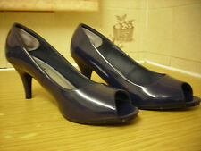 LADIES SHOES ~ PEEP TOE ~ NAVY BLUE PATENT ~ SIZE 5E ~ IN EXCELLENT CONDITION