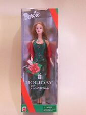NEW  HOLIDAY SURPRISE BARBIE DOLL COMPLETE W/CHRISTMAS GIFT CHARM NECKLACE 27290
