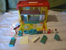 Fisher Price Little People Play Family Childrens Hospital Nurse Doctor  931 P