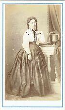Photo cdv : Chabrol ; Bourgeoise de Lyon debout en pose , vers 1865