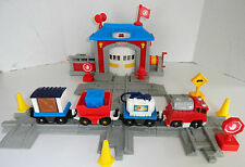 GEOTRAX FISHER PRICE FIRE HOUSE FAST RESPONSE RESCUE CO.
