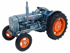 4882 Fordson Super Major Launch Edition 1:32 Universal Hobbies