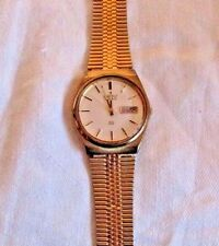 VINTAGE 1982 MENS SEIKO QUARTZ BATTERY WATCH GOLD TONE WHITE FACE DAY DATE