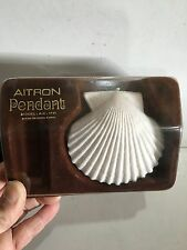 VINTAGE  AITRON WHITE SHELL SHAPE PENDANT MICRO RADIO  MW-(AM)  1960S & BOX