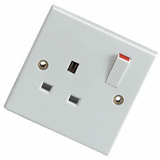 13A 230V SWITCHED WHITE MAINS WALL SOCKET 86mm SQUARE 13 AMP BS1363