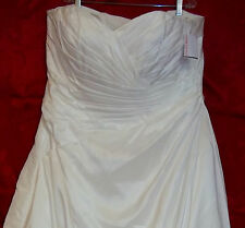 NWT Wedding Dress David's Bridal Sweetheart Styled Crinkled Design Plus size 26