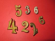 Lot de 7 chiffres divers, dorés ou alumin. pour tenue ou épaulettes d' uniforme.