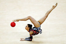 Enmarcado impresión olímpico gimnasta practicando con el balón de Gimnasia Imagen Arte ()