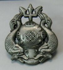 US NAVY DIVER DIVE MASTER EMBLEM LOGO PIN BADGE 1.25 INCHES