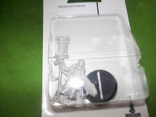 WARHAMMER 40K IMPERIAL MISSIONARY WITH PLASMAGUN MINT