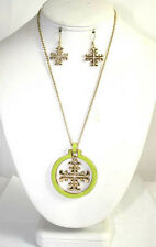 """18"""" Gold Toned Necklace With Green Pendant and Matching Dangling Earrings"""