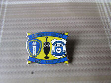 LEEDS United v CARDIFF City 2011 - 2012 Championship FOOTBALL Pin Badge