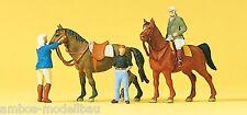 Preiser 10503 H0 Auf dem Reiterhof, 2 Pferde und 3 Figuren, handbemalt, Neu