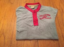 MEDIUM HOLLISTER GREY COLLARLESS SHORT SLEEVE SHIRT